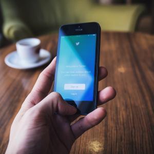 はてなブログ無料版のサイドバーにTwitterを埋め込んだ方法