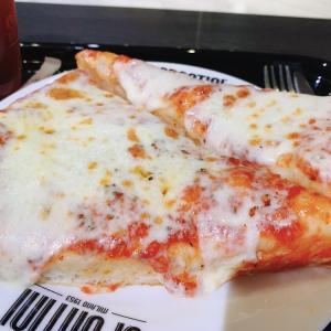 【SPONTINI】イタリアの老舗ピザ屋スポンティーニのピザがモチモチ、カリカリで美味しすぎる!【横浜】