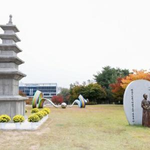 韓国、日本に返還請求中の石塔の模型を作る「慰安婦像横に置いた、この意味が分かるな?」