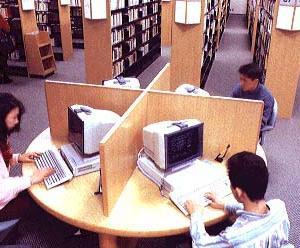 図書館のパソコンでブラインドタッチで検索してる奴いると「すげぇ」ってなるよな。