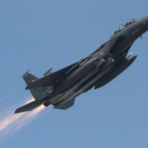 【イイ話】「飛行中のF-15戦闘機から火花」。航空ファンが気付き、イギリス空軍に連絡。  [896590257]