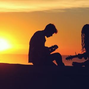 郊外の団地で奏でられるスライド・ギターの音色、しばしの間、癒された心の傷