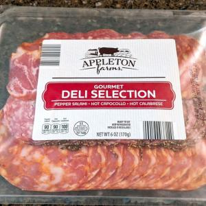 【ALDI商品レビュー】コスパ最高!この価格でこの味!ピリッと効いた辛さが絶妙な「生ハムセット」- APPLETON FARMS GOURMET DELI SELECTION