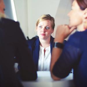 【面接テクニック】自己紹介の時間は絶対に3分以内! 自己紹介で面接の評価はほとんど決まる。