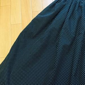 完成!黒に白の水玉でキャミワンピもとい、ギャザースカート