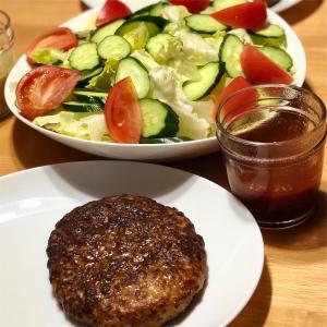 ハンバーグ&サラダ