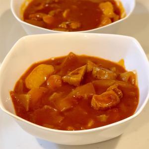 ビンダルー(トマトカレー)&フルーツ