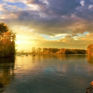癒されるリラックス効果のある音楽を聞きながら大自然の中に行きましょう!