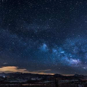 綺麗な星空を眺めながらリラックス効果のある音楽を聴いて癒されて下さい