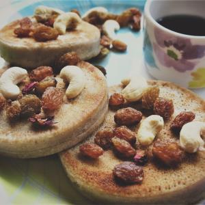 【そば粉】と米粉のパンケーキ*バタフライピーのブルーハワイ*作り方レシピあり♬今日のご飯