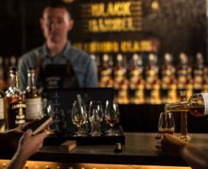 アイリッシュ・ウイスキーの昨年の売り上げはパンデミックにもかかわらず大健闘