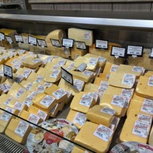ロシアのスーパーにはチーズがいっぱいです