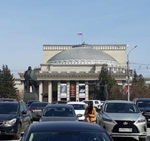 ロシア人はみんなダーチャへ行っちゃった。