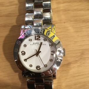 [マークバイマークジェイコブス シルバー ホワイト  ]腕時計の修理は茨城県水戸市のみらい工房