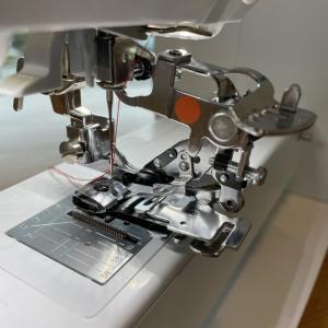 フリルの試し縫い。