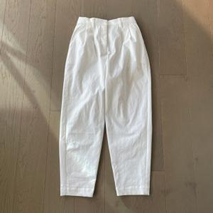 「KANA'S STANDARD」の白いパンツをリメイク。完成 ♪