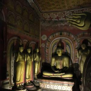 スリランカ世界遺産の旅〜ダンブッラの黄金寺院(石窟寺院)