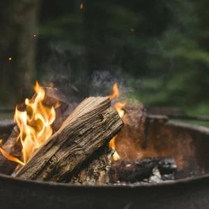 着火剤なし!炭で簡単火おこし約3分レシピ【かまくら式着火法】火口&チャッカマンだけでOK