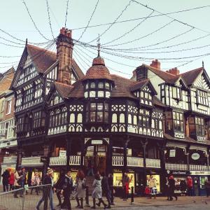 中世の風情が残るイギリス随一の城壁都市・チェスター街歩き