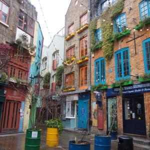 ニールズヤード!ロンドンのカラフルな隠れ家的中庭【Neal's Yard】