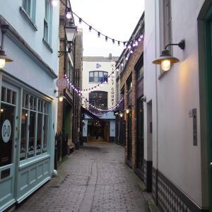 【カーナビー・ストリート】ロンドンのカラフルなショッピングエリア