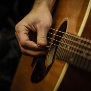【ソロギター独学】いつまでたっても1曲通しで弾くことができない13コの原因