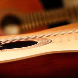 ソロギター初心者のための最初のアコギの選び方