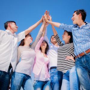 みんなで手を取り合って~コロナウイルスと闘って勝利だ。