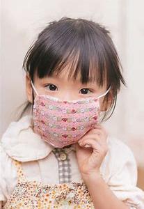 幼い子のマスク、夏は危険が大きい