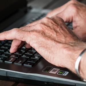 【プログラミング学習の年齢】白髪の仙人でも可【ただ就職は段階的に】
