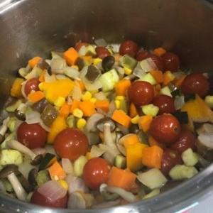 ユニセフの募金と気まぐれが過ぎるお料理…【ラタトゥイユが夏野菜カレーに】