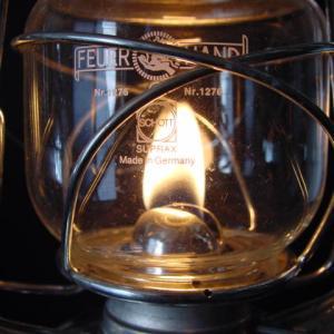 【室内でもOK】ほのかな灯りの世界を楽しむ液体燃料ランタン~フュアハンド FEUERHAND~