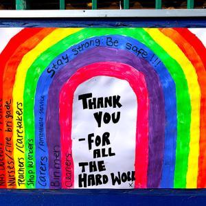 ロックダウン、虹に彩られ拍手が鳴り響くイギリスと職業病