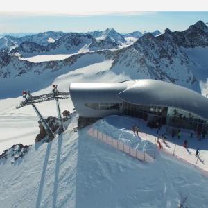 欧州最高地点のスキー場がオープン Pitztaler Gletscher