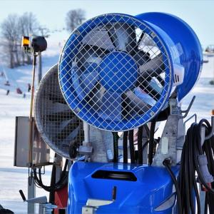 今週から大活躍(してほしい)、人工降雪機の性能は?