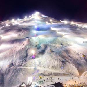 ニュージーランドのスキー場が再オープン、日本では初冠雪