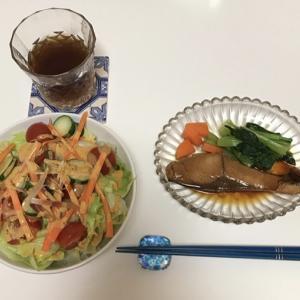 野菜が安いので、毎日サラダ大量消費!