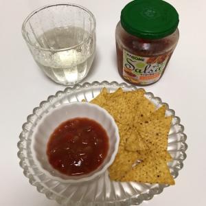 ひとり家飲み。サルサソースが美味しい。