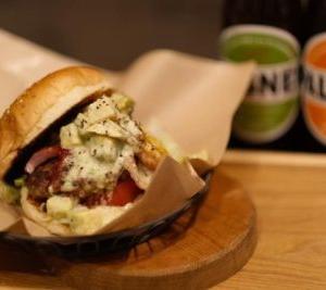 大阪日本橋にある高島屋東別館のフードコートにハンバーガーとクラフトビール「ガストロ29オーガニック」7月10日新規オープンです。