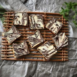 角がえぐれたチョコマーブル食パン