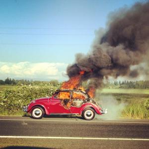旧車燃える?