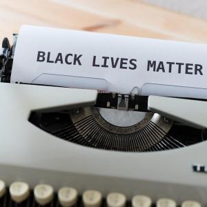 黒人奴隷の始まり;奴隷制度と人種差別の関連性