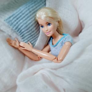 ベッドの上で♡ 枕を使った5つのリラックスヨガのポーズ