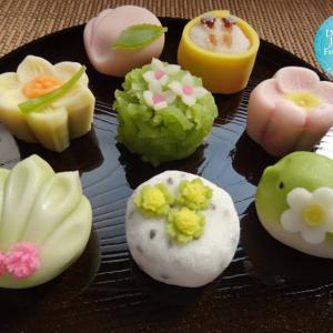"""Japanese tradition """"tea ceremony and Japanese sweets"""" that presenting the seasons"""