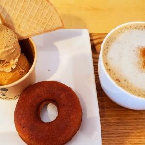 『カフェ モクシャチャイ』濃厚チャイジェラート&焼きドーナツセット