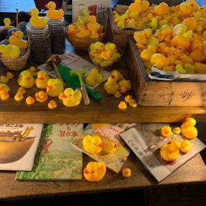 大量の黄色いヒヨコちゃん