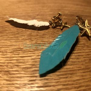 羽の形をしたイヤリング