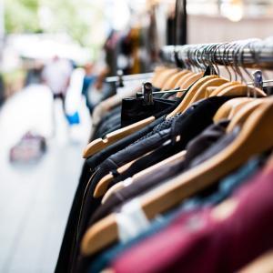 猛暑でも、ショップでは長袖が売れているんです♡先を見越したお買い物をしよう。