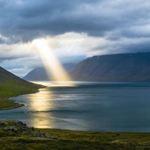 目の前に光を当てて、度重なる奇跡を起こす