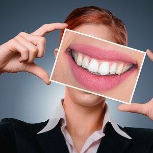 イカスミ料理を食べた後の歯のお手入れ法